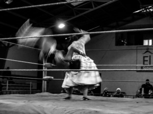 Cholitas wrestling show en El Alto